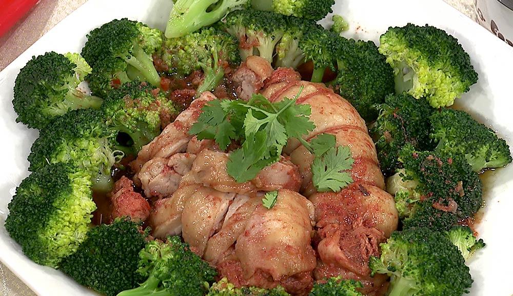 紅麴蒸嫩雞